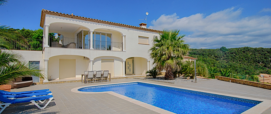 4 Bedroom Villa For Sale With Pool And Stunning Sea Views Over The Coast Of  The Costa Brava.
