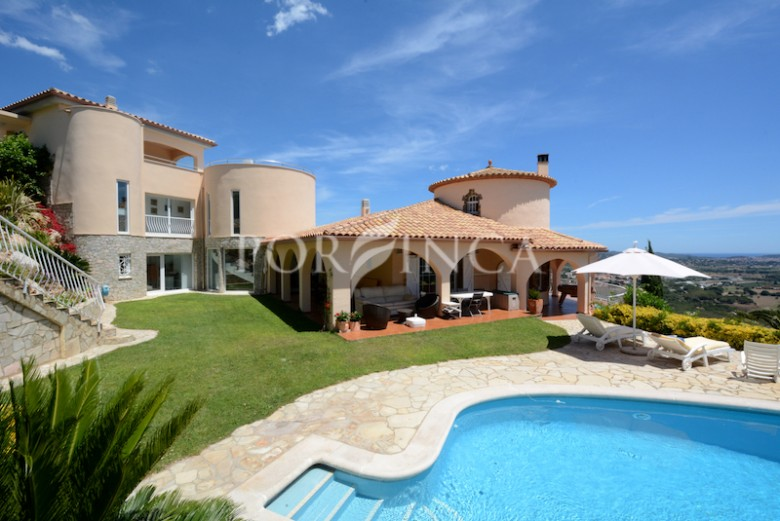 Magnificent 5 bedroom luxury villa with stunning sea views in sought after residential area in Calonge, Costa Brava.