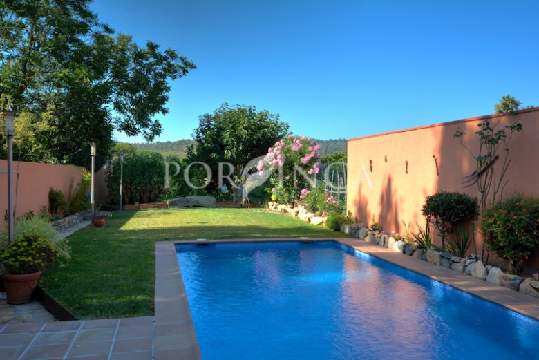 Six bedroom town house with swimming pool and lots of privacy close to the centre of Calonge and at 3 km from the Costa Brava be