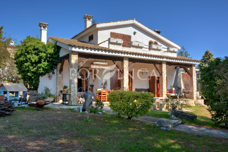 Characterful 5 bedroom property for sale on large plot in s'Agaro