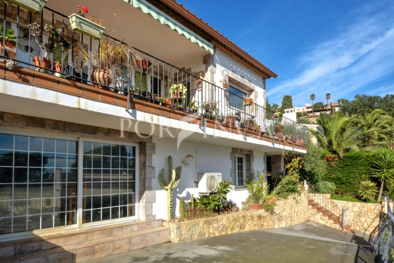 4 bedroom villa with seaview and pool close to the centre of Calonge Costa Brava.