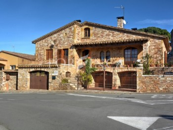 Rustic style 5 bedroom villa at walking distance from te centre of Begur
