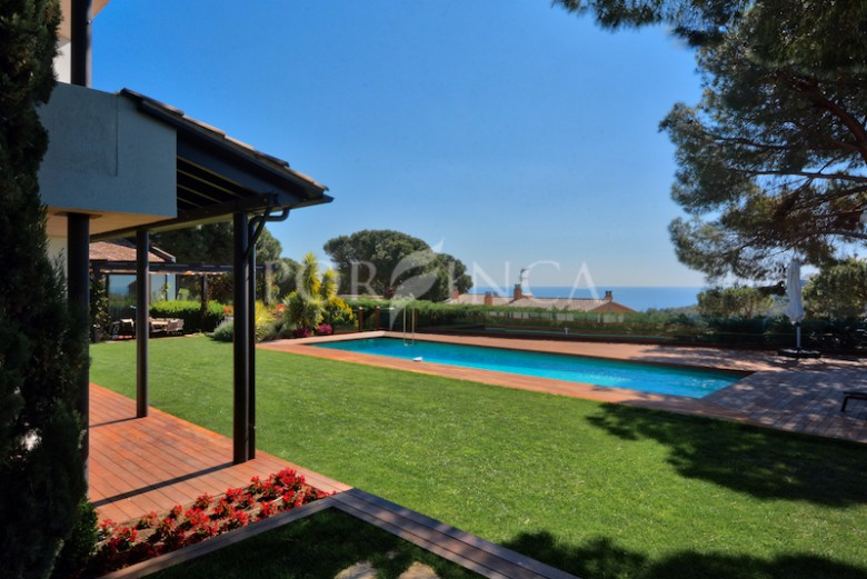 Very luxurious property situated in a highly sought after residential area close to Torrevalentina in Sant Antoni de Calonge not far from Playa d'Aro.