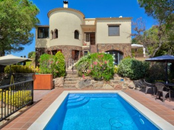 Cosy villa with nice view, 3 bedrooms, a studio and private pool in Calonge, Costa Brava