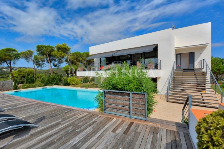 Contemporary villa with sea view in prestigious residential area Torrevalentina in the bay of Palamos.