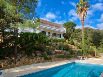 Characterful 5 bedroom villa with very nice views, apartment and swimmingpool with lots of privacy  in Calonge