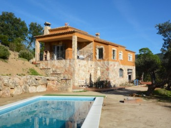Detached property of 321sqm completely refurbished in the national park