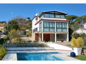 Nice renovated 4 bedroom villa with some sea view and pool in Mas Palli close to Calonge and Playa d'Aro