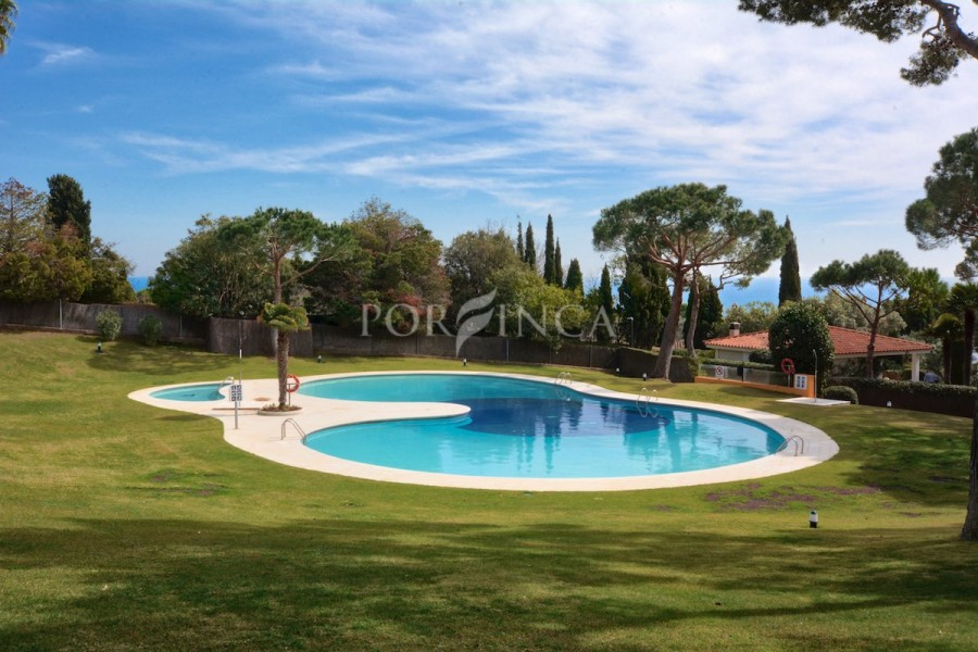 3 bedroom apartment in residential complex with communal pool at walking distance to the beach of Fornells, Begur.