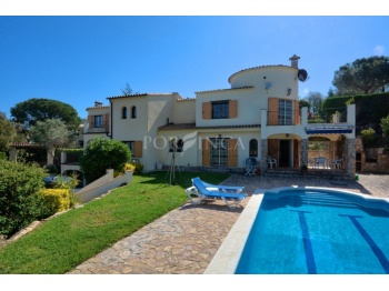 Five bedroom property on large plot with pool, nice views, large separate apartment, several cosy terraces and garage in Calonge at 4 km from the beaches.