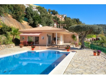 Well finished 4 bedroom villa with nice sea views, swimming pool in Can Semis close to Playa d'Aro.