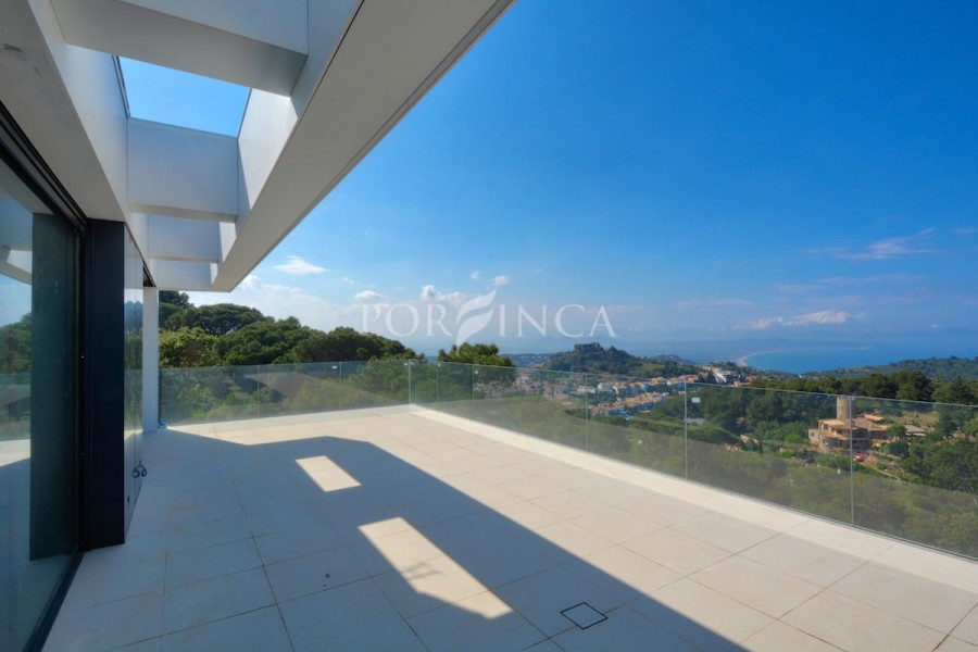 Contemporary villa  in an exclusive area in Begur with spectacular sea views.
