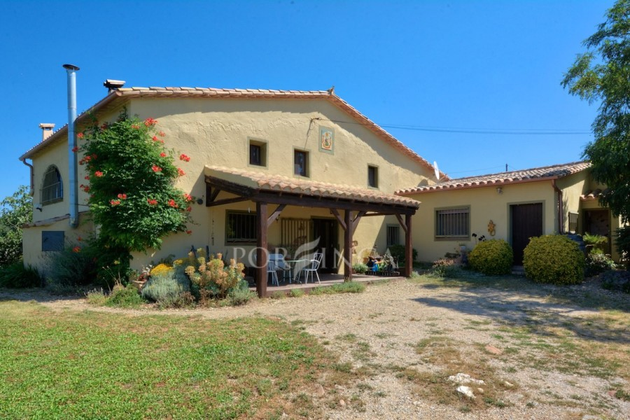 Ancient farmhouse with wonderful views in the Gavarres National Park at only 20 minutes drive to Girona centre.