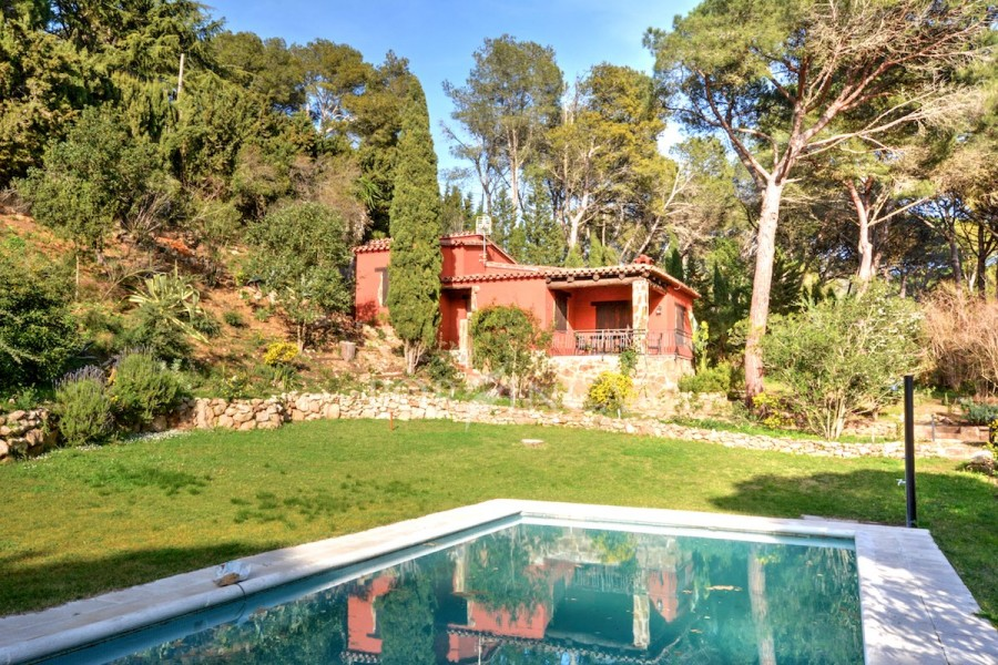 Two wonderful villas on large plot of 3300 sqm with private pool in quiet setting in Begur.