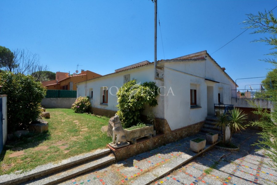 Nice 4 bedroom villa at walking distance to the beach of Sant Antoni de Calonge and Palamos.