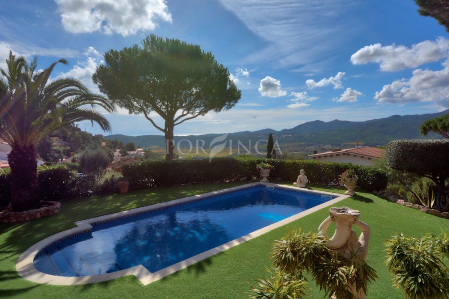 Elegant property built on a unique double plot with sea- and mountain views; beautifully landscaped garden with private pool.