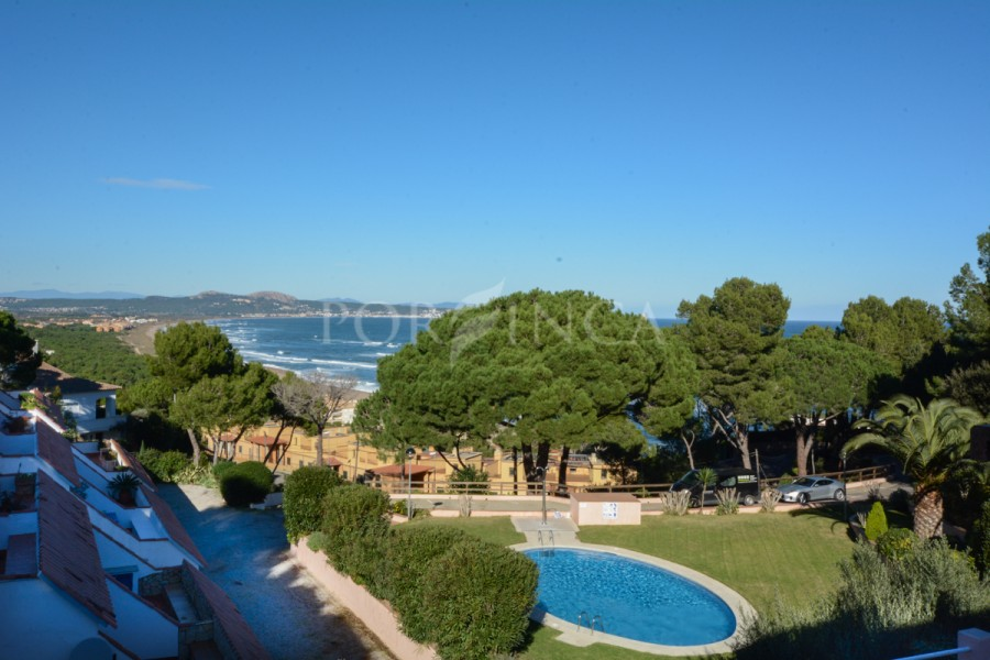 Nice 3 bedroom semi detached with spectacular sea views close to the beach in Begur Sa Riera; community pool and very well maintained garden.