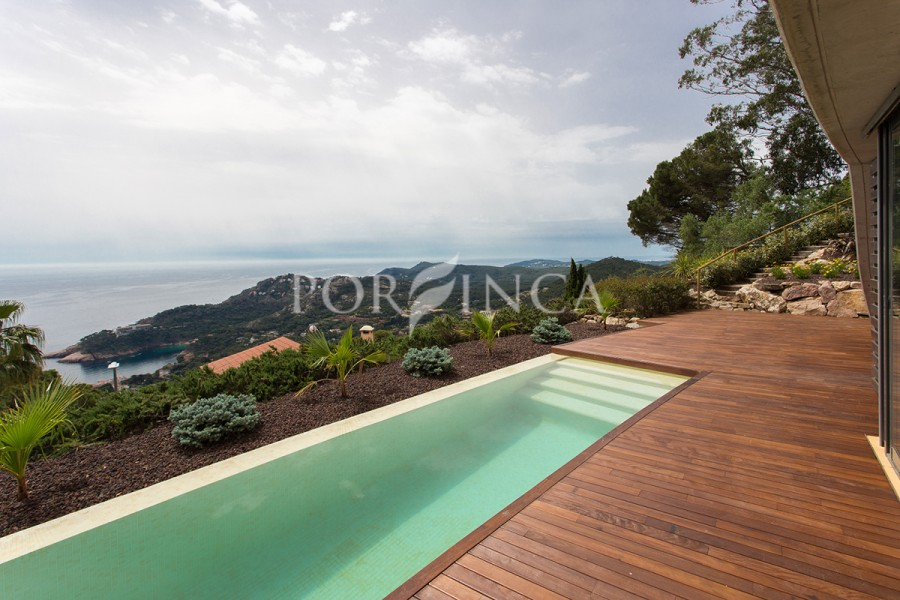 Fantastic modern style villa with outstanding view over the sea, mountains and bahía de Aiguablava, Begur