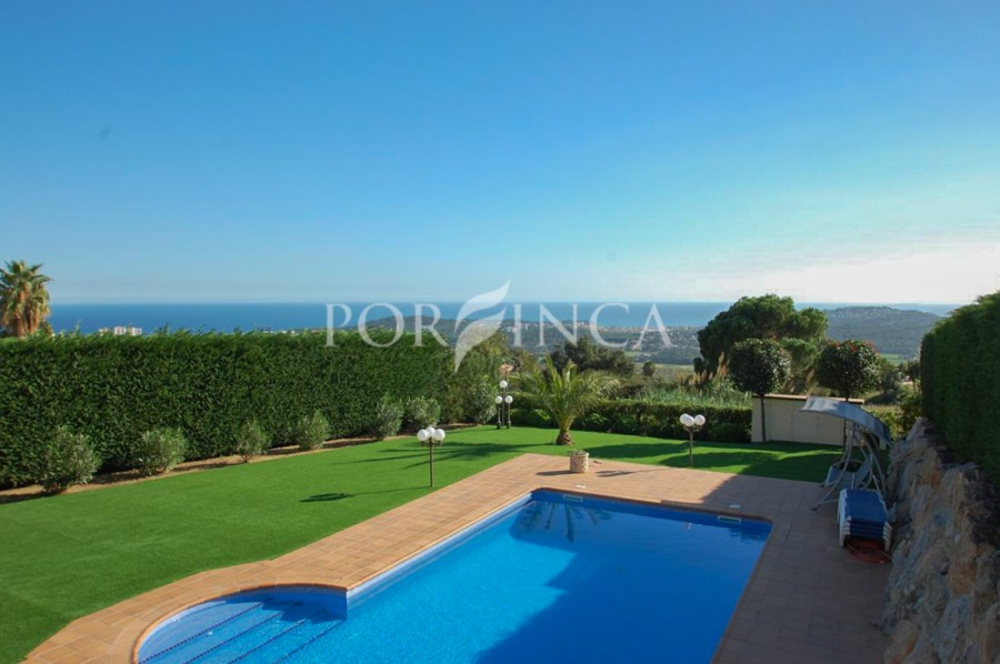 Nice villa in good condition ,excellent location with fantastic sea view in Platja d'Aro