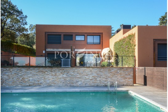 Exclusive semi detached villa with impressive sea view in sought after area at walking distance to some emblematic bays in Begur