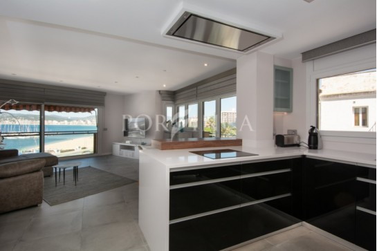 Luxury first line apartment in the centre of Palamos close to the harbour;