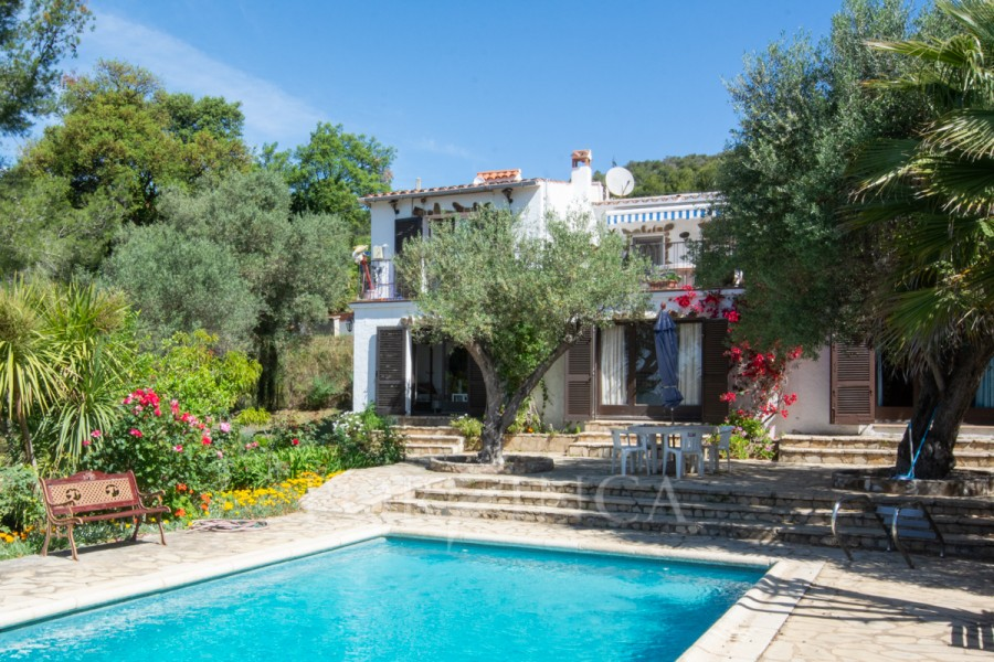Characterful villa with sea view in Vall Llobrega