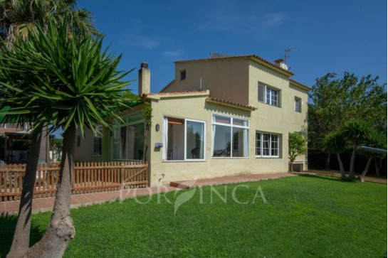 Traditional villa in a well known area in Mont Ras just 5 km away from the beaches of Llafranc, Castell or Palamos.
