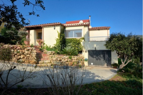Well maintained 4 bedroom villa with mountain and sea views in quiet area in Vall Llobrega close to Palamos.