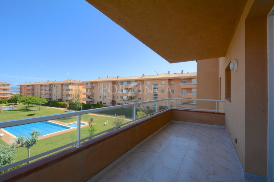 Spacious apartment right on the beach of Pals with 2 large covered terraces; nice communal swimming pool.Some sea view.