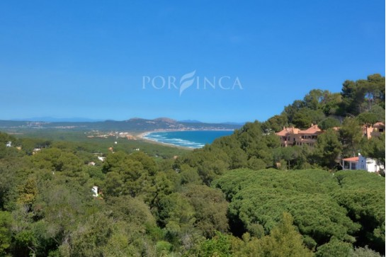 Very nice 4 bedroom semi detached with spectacular sea view over the bay of Pals and Estartit with nice terraces and communal pool in Begur.