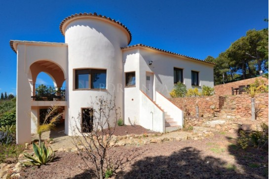 South facing 3 bedroom villa with spectacular sea view, private pool close to the most emblematic bays of the central Costa Brava in Begur.
