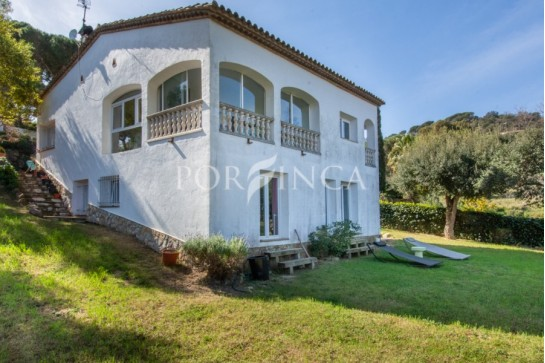 4 bedroom villa with some sea in sought after area in Sant Antoni de Calonge close to the coastline and Torre Valentina.