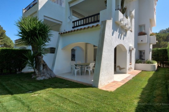 2 bedroom ground floor apartment for sale with private garden and communal swimming pool close to the beach.