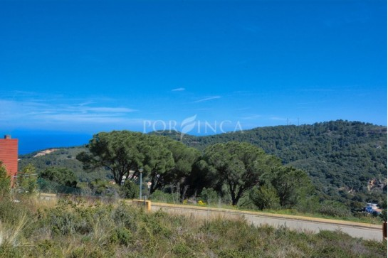 Relatively flat building plot with some sea view in Begur-Sa Riera; orientation South West.