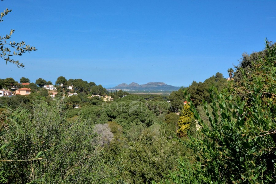 Building plot for a detached house in Begur. Nice view over Sa Riera.
