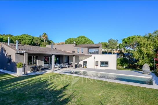 Modern and exclusive property on a unique location in Begur with stunning sea view.
