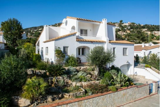 Well maintained villa of 3 bedrooms close to the center of Calonge and at 4km from the beaches of Sant Antoni de Calonge
