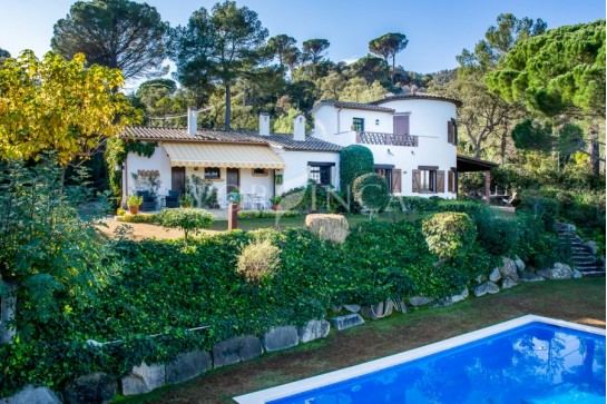 Charming rustic style villa with large pool, stunning views and landscaped garden with 100% privacy in the Golf Costa Brava.