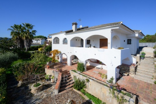 Nice South facing villa with stunning views close to the bay of Palamos