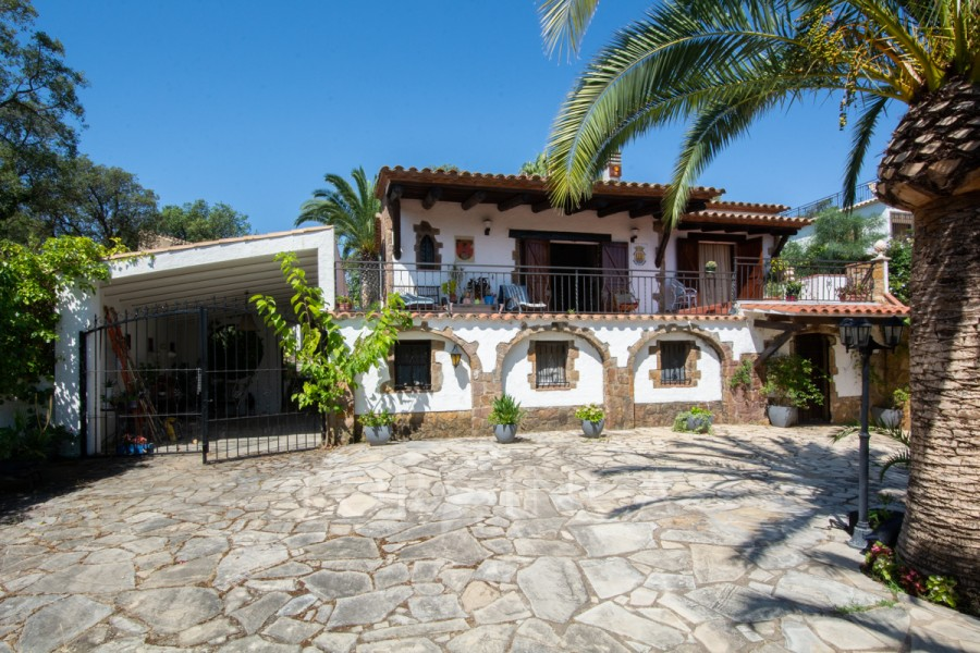 Villa of rustic style with nice (sea) view in quiet location in Platja d'Aro