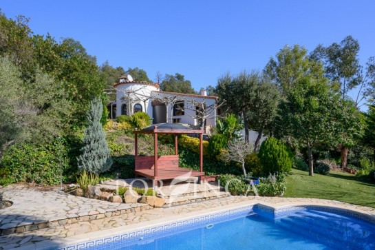 Very well maintained villa with guest house in a quiet area in Santa Cristina d'Aro at 11km from the beach