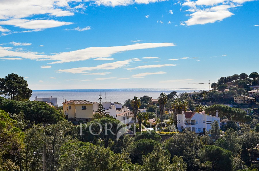 Ibiza-style villa with sea view in Lloret de Mar. Main floor with covered terrace. Downstairs separate apartment with covered terrace.