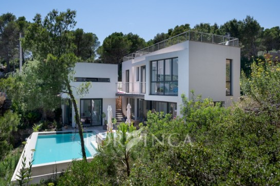 Modern style recently built villa in between Begur and Tamariu with nice seaview; infinity pool.