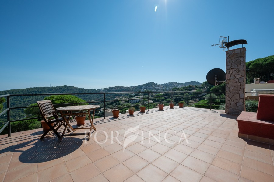 Beautiful detached villa located in the area of Sa Riera not far from the center of Begur; private pool; nice views.