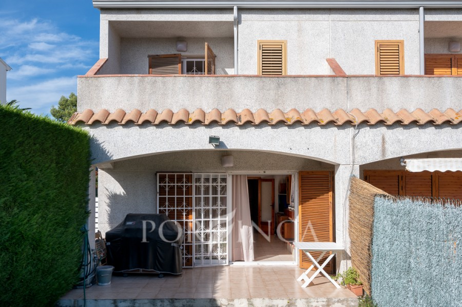 Large semi-detached house at only 1 km from Sa Conca and San Pol beach; private garden and communal pool and garden.