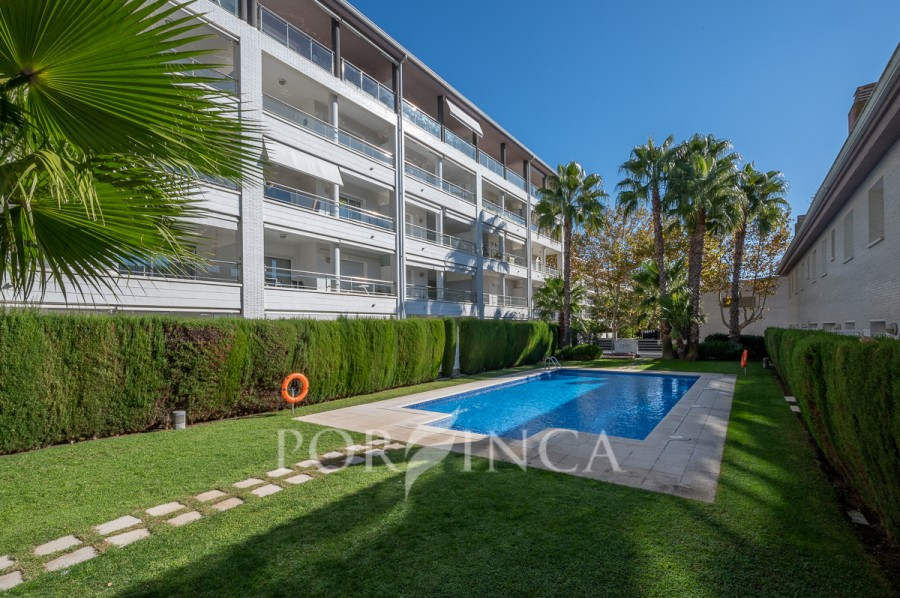 Nice corner house in the Port Marina of Platja d'Aro. Communal swimming pool.