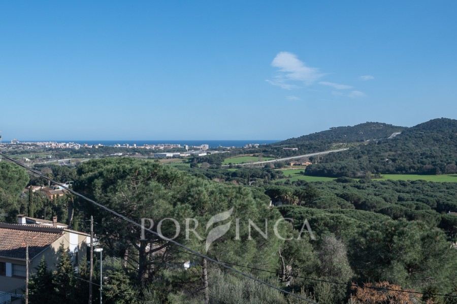 Characterful villa with nice sea views close to the center of Calonge.