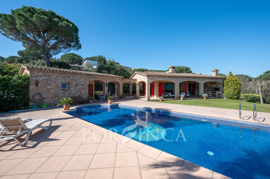 Charming traditional style villa with mountain and slaview in unique position in the Golf Costa Brava
