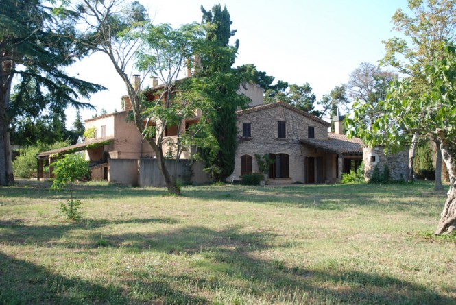 Farmhouse of 800sqm situated close to the center of the village on 21.000sqm of land