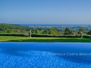 Luxury property on a large plot with stunning sea views over the bay of Palamos and total privacy.